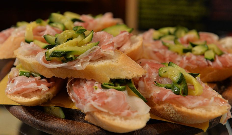 Typical venetian food - Cicchetti, typical Venetian food to taste during your Italian lessons in Venice