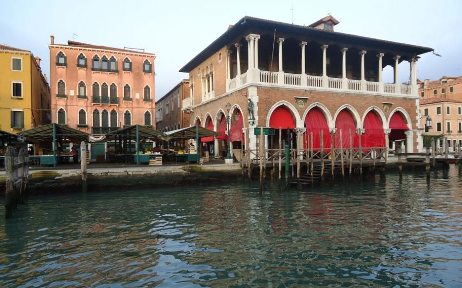 learning italian in Venice - View of Rialto market while doing expences from students of the italian school in Venice
